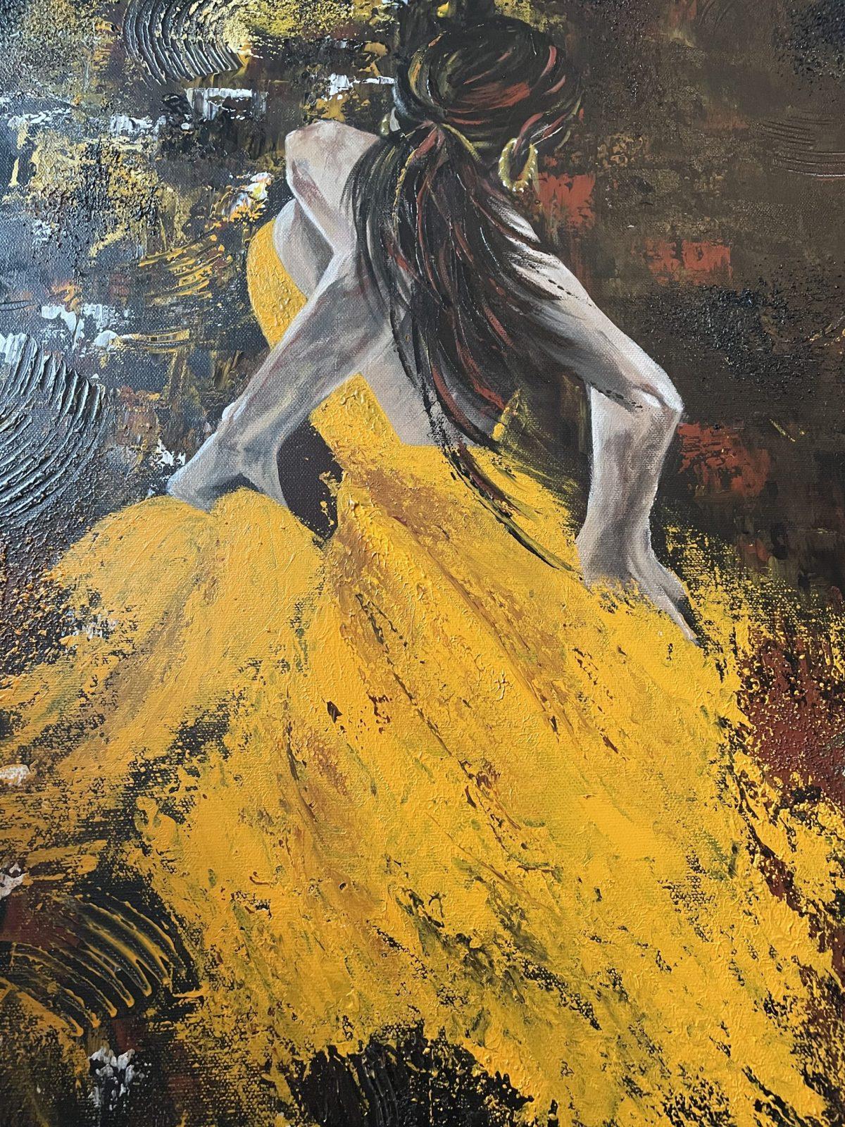 La danseuse du Tango, gros plan sur la danseuse avec sa belle robe jaune