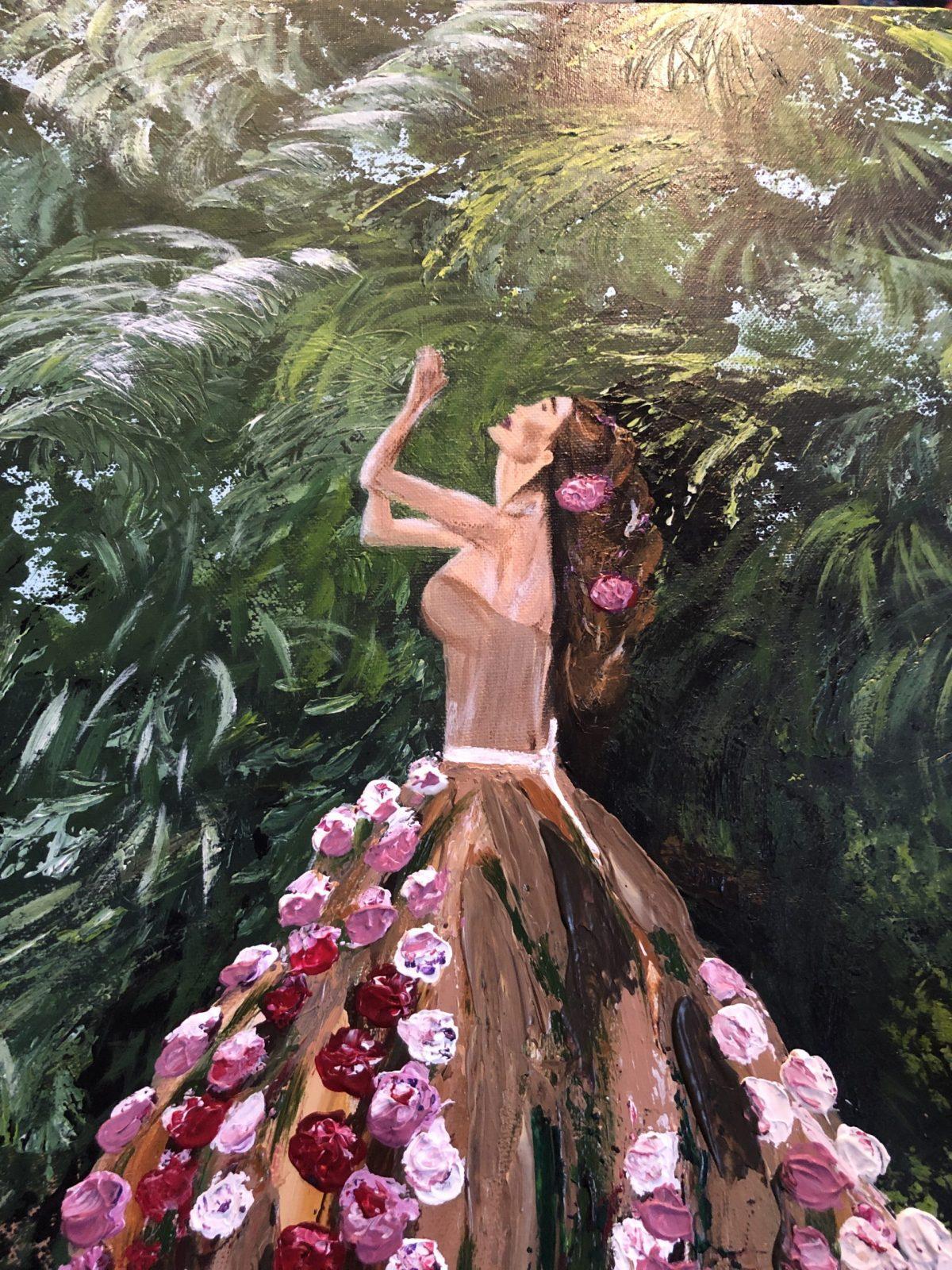 """""""Une femme fleuri au jardin tropical"""", gros plan sur le haut de la femme"""