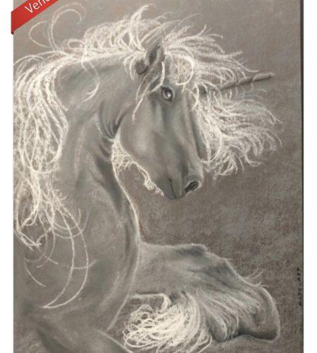 Licorne fait au gris clair et blans aux pastels secs